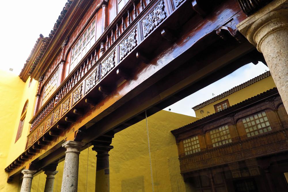 Architektur aus kanarischer Kiefer