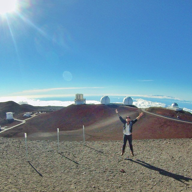 Made it to the summit of Mauna Kea, which is over 4200m above sea level and 10000m from the undersea base to the summit. This gives it twice the base-to-peak height of Mt Everest. After a mandatory stop at the 2800m-high Onizuka Center for International Astronomy and Visitor Information Station to acclimate to the decline in oxygen, I threw the jeep into 4wd and headed up the rocky 13km switchback through narrow passes and past broken or missing guard rails to finally reach the array of enormous telescopes at the summit high above the clouds. The oxygen content of the air up here is 40% of sea level, so that little (white men can't) jump was exhausting. Thanks to the nice couple I met - also randomly from the NYC and philly areas - who took my photo and gave me great advice on where to get cheap delicious local pork and sushi dishes. Mahalo if you see this! (at Mauna Kea)
