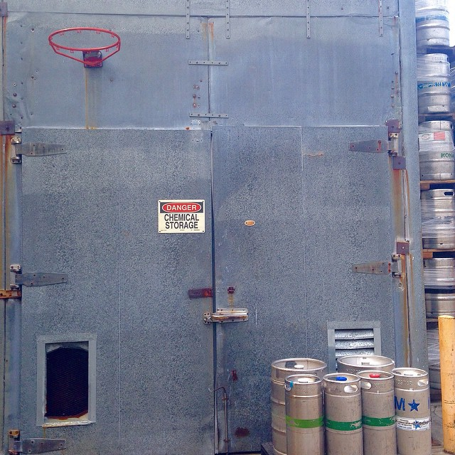 This is some next level HORSE-game type stuff right here. #basketball #brewery #beer #dunkcity #dunktank #dunkemout (at The Brewery Block)