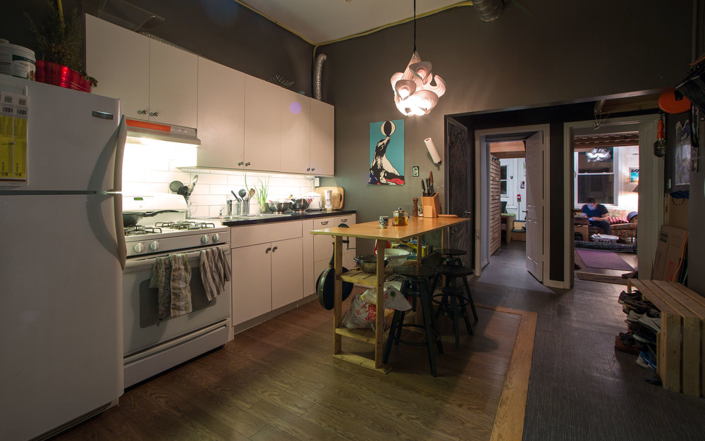 Community Kitchen : connected to the general studio, the perfect place to enjoy a espresso drink, to cook together, and to dine together.