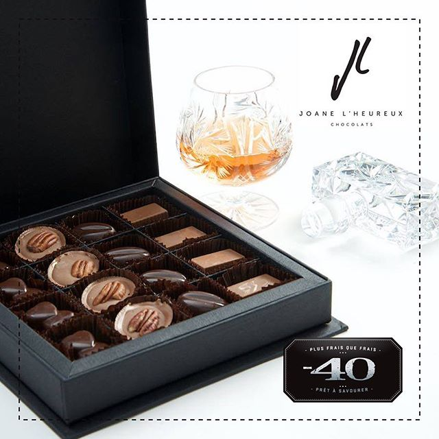 Idée cadeau dernière minute, offrez à votre chéri(e) le coffret accord de @joane_lheureux_chocolats. 4 accords selon vos goût: Cognac, Porto, Rhum et Scotch/Whisky. Le cadeau unique que votre douce moitié adorera! // Last minute gift, offer your loved one a chocolate box with pairing from @joane_lheureux_chocolats. 4 pairings according to your taste: Cognac, Port, Rum & Scotch/Whiskey. The unique gift that your better half will adore! . . . . #foodporn #foodie #foodiesofinstagram #instafood #plusfraisquefrais #foodgasm #food #moins40 #minus40 #eat #nomnom #mtlfood #mtlfoodie #foodiesmtl #yummy #mtlmoments #mtleats #instagood #instafood #madewithlove #gourmet #montreal #montrealcity #montrealfood #shoplocal #chocolate #valentinesday #valentines #amour #cadeau #gift