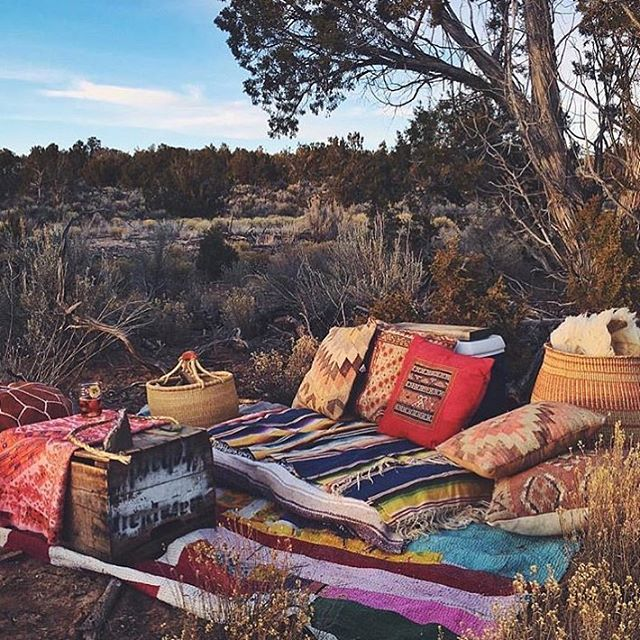 A cozy place to unwind for the weekend via @inali_campbell & @plantfolk