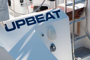 upbeat-sailing-stern.jpg