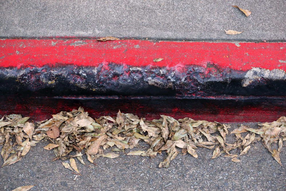 Curbs are painted red and black, the curbs.