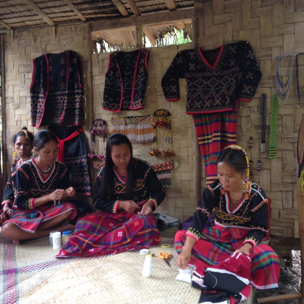 B'laan artisans in Lamlifew, Sarangani