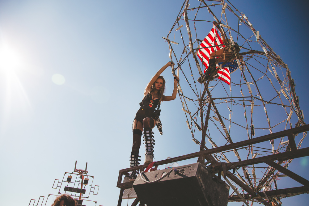 VOENA_BLACK_ROCK_CITY_BRC_BURNING_MAN_2013_PHOTOGRAPHY_EDITORIAL_SAM_WHITESIDE_CAI_GRIFFIN_DESERT_BURNERS-14.jpg