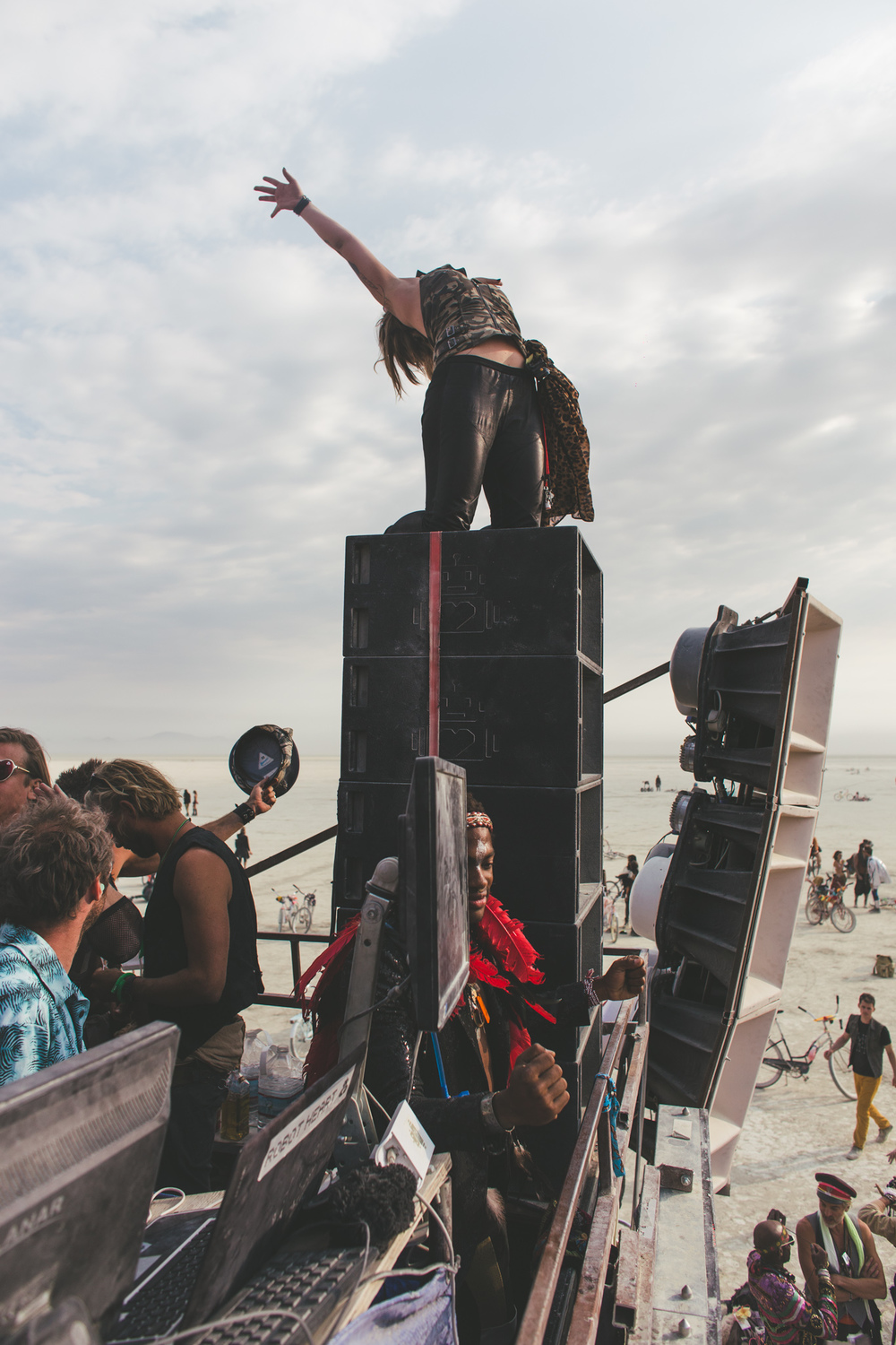 VOENA_BLACK_ROCK_CITY_BRC_BURNING_MAN_2013_PHOTOGRAPHY_EDITORIAL_SAM_WHITESIDE_CAI_GRIFFIN_DESERT_BURNERS-15.jpg