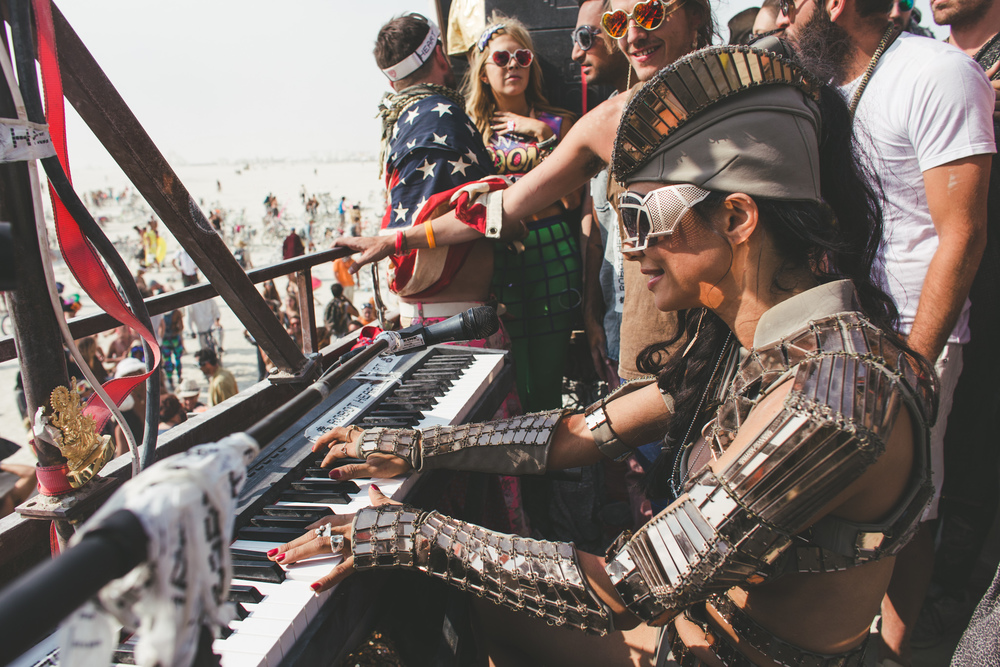 VOENA_BLACK_ROCK_CITY_BRC_BURNING_MAN_2013_PHOTOGRAPHY_EDITORIAL_SAM_WHITESIDE_CAI_GRIFFIN_DESERT_BURNERS-19.jpg
