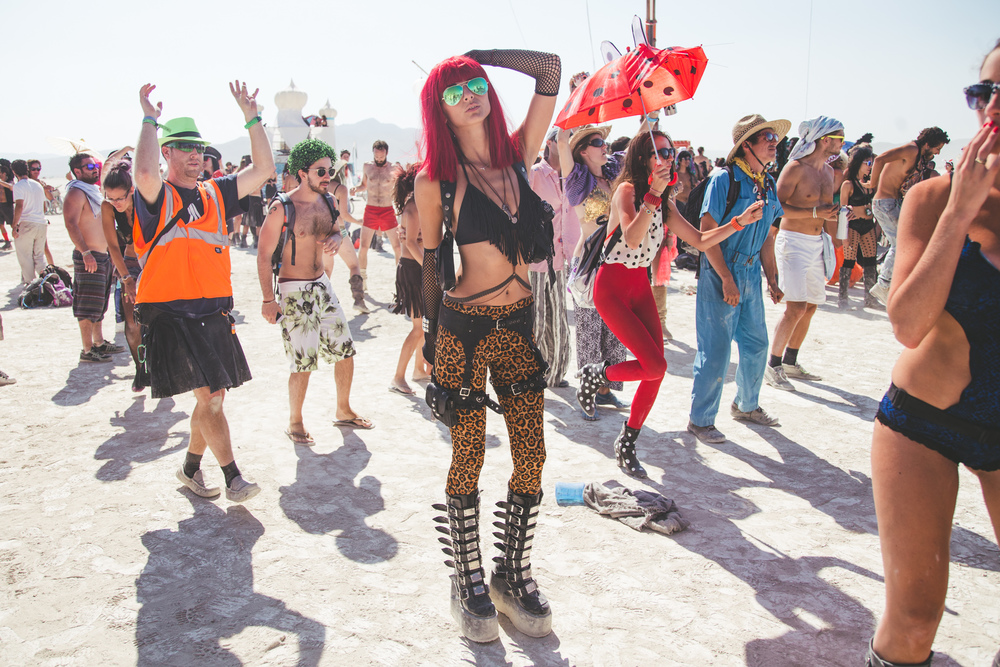 VOENA_BLACK_ROCK_CITY_BRC_BURNING_MAN_2013_PHOTOGRAPHY_EDITORIAL_SAM_WHITESIDE_CAI_GRIFFIN_DESERT_BURNERS-34.jpg
