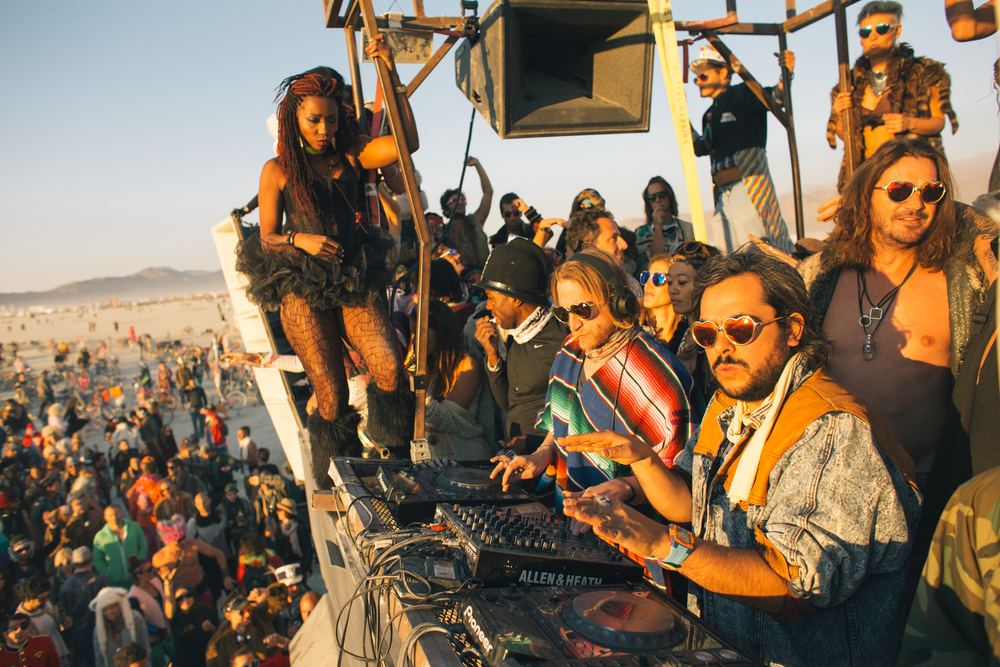 VOENA_BLACK_ROCK_CITY_BRC_BURNING_MAN_2013_PHOTOGRAPHY_EDITORIAL_SAM_WHITESIDE_CAI_GRIFFIN_DESERT_BURNERS-116.jpg