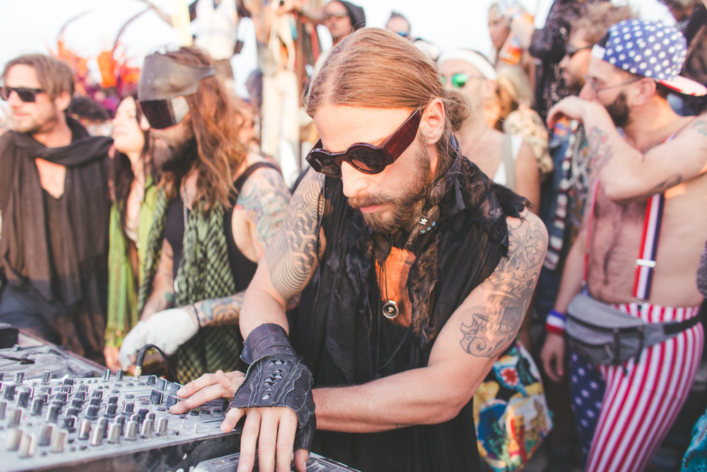 VOENA_BLACK_ROCK_CITY_BRC_BURNING_MAN_2013_PHOTOGRAPHY_EDITORIAL_SAM_WHITESIDE_CAI_GRIFFIN_DESERT_BURNERS-124.jpg