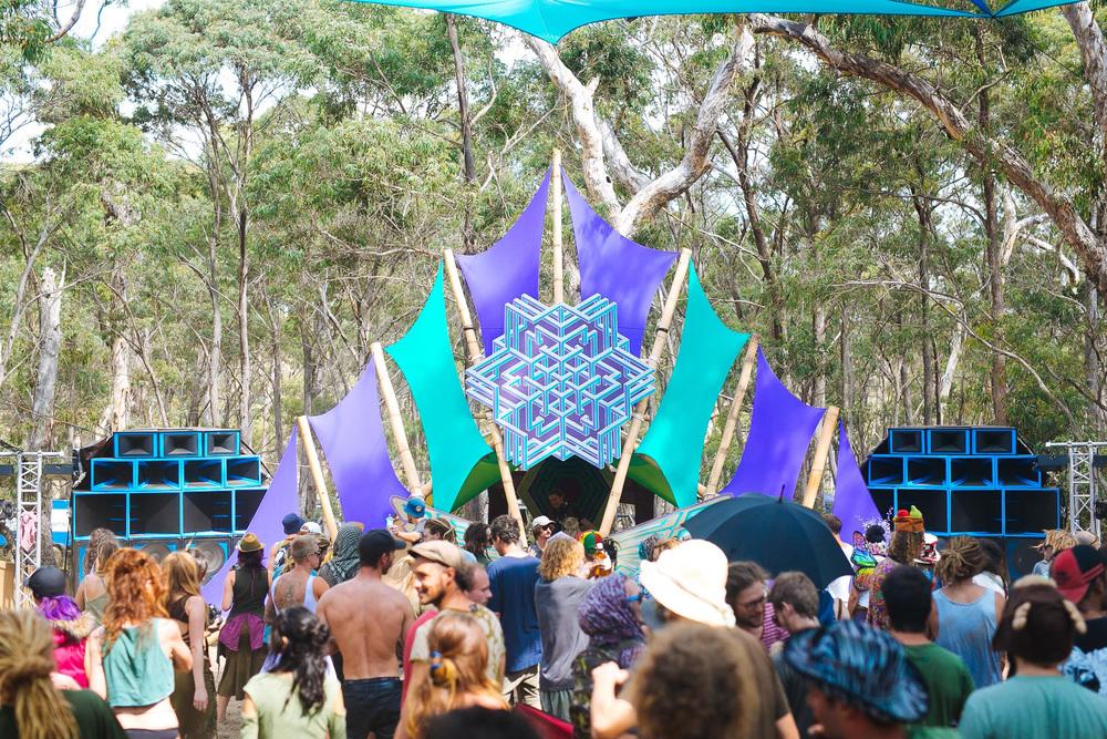 VOENA_LUCYS_UNDERGROUND_LABORATORY_2016_DOOF_FESTIVAL_AUSTRALIA-7.jpg
