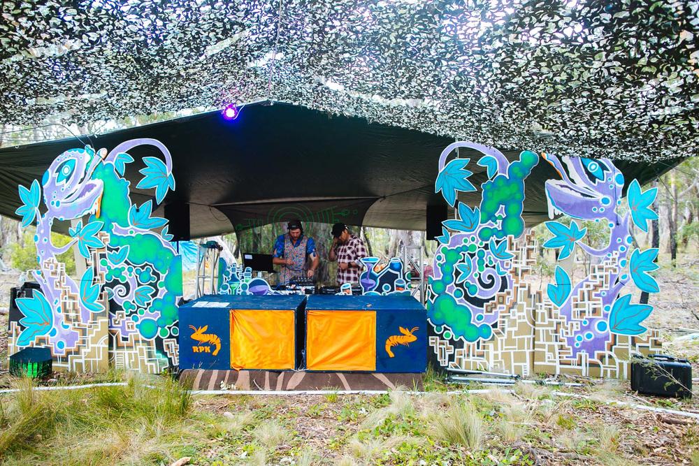 VOENA_LUCYS_UNDERGROUND_LABORATORY_2016_DOOF_FESTIVAL_AUSTRALIA-29.jpg