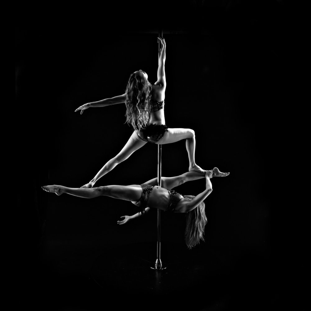 Pole - A single chrome pole fixed onto a solid floor base that can alternate between a static or spinning setting. Artists use climbs andtension-based poses to create dance sequences. Ideal for settings with limited space available or unriggable ceilings