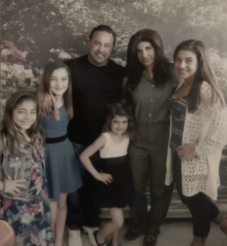 teresa-checks-in-giudice-family-picture