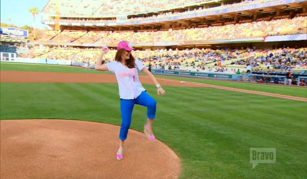 lisa-first-pitch-dodgers-stadium