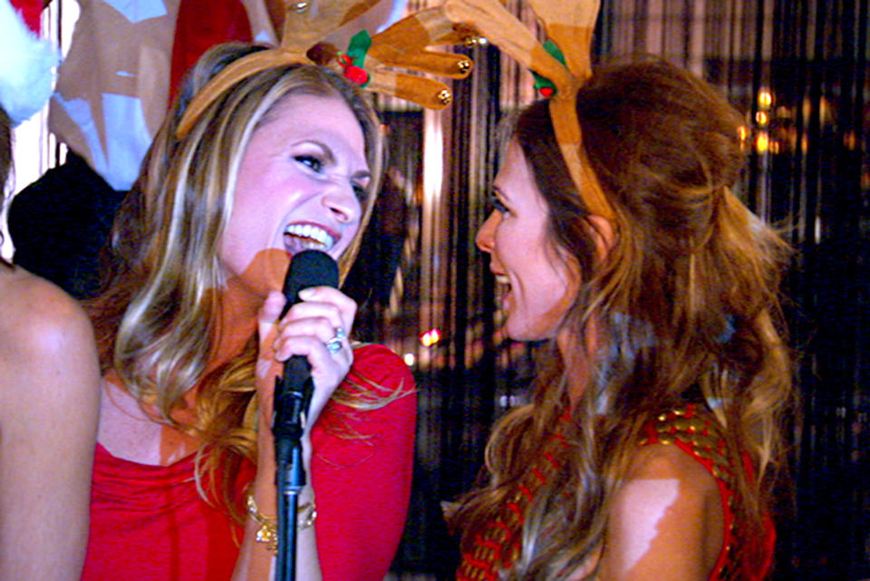 christmas-heather-thomson-carole-radziwill-jingle-bells
