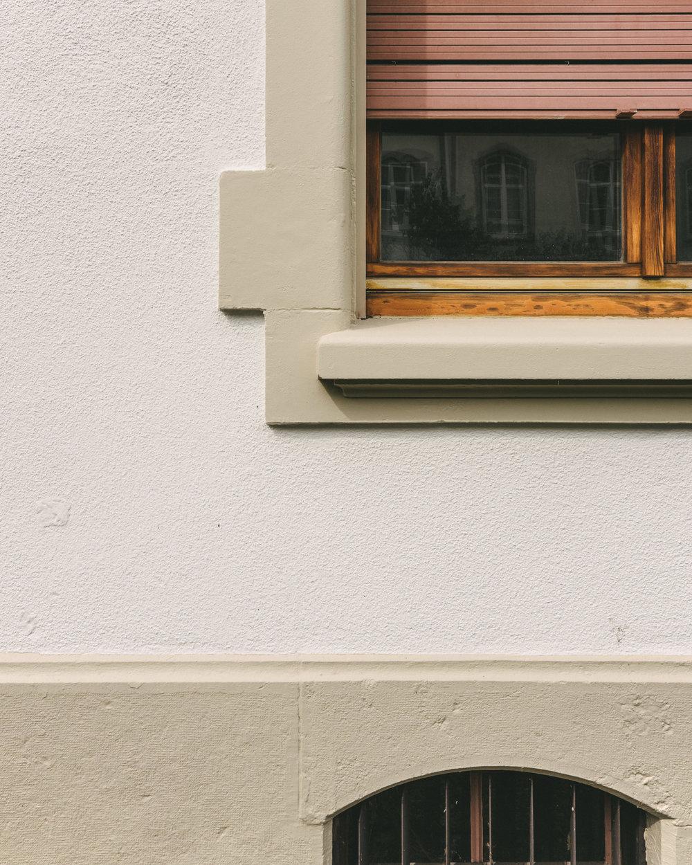 Aussensanierung MFH Basel Fenster, Consilium Architektur und Baumanagement