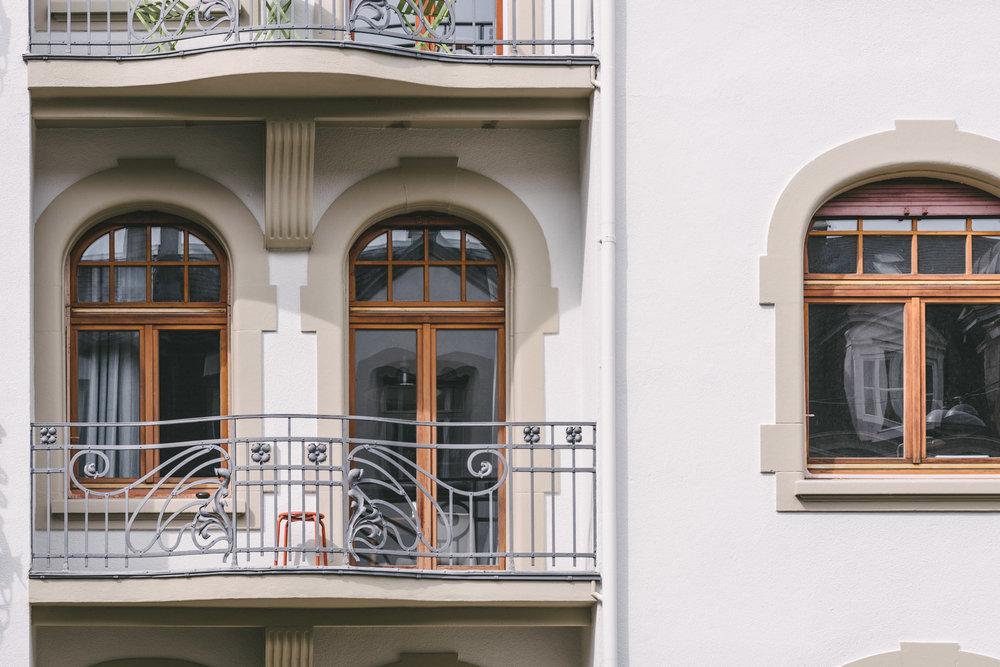 Aussensanierung MFH Basel Balkon, Consilium Architektur und Baumanagement