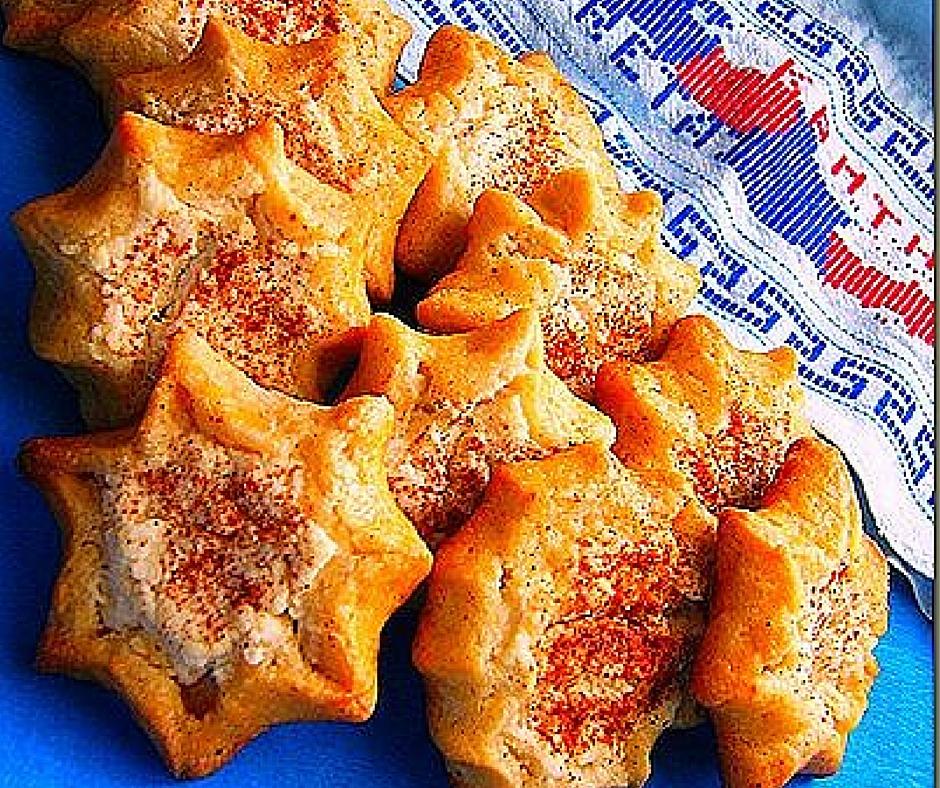 Either way you call them (mizithropitakia, kaltsounia or lichnarakia) these traditional sweet cheese pies are delicious!
