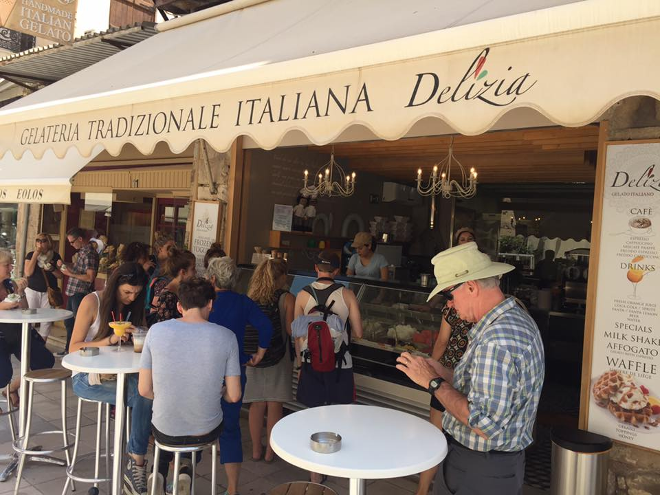 Ice cream lovers lining up at gelateria Delizia in Chania (Picture by Delizia/Facebook)