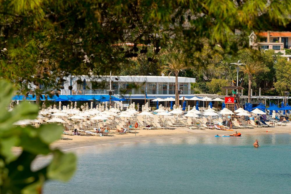 The luxurious beach of Grand Resort Lagonissi (Picture by Grand Resort Lagonissi/Facebook)