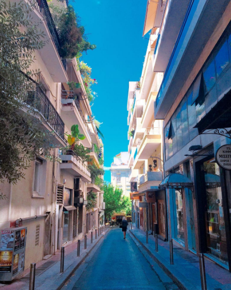 Boutiques in the picturesque alleys of Kolonaki (Picture by fetesplendid/Instagram)