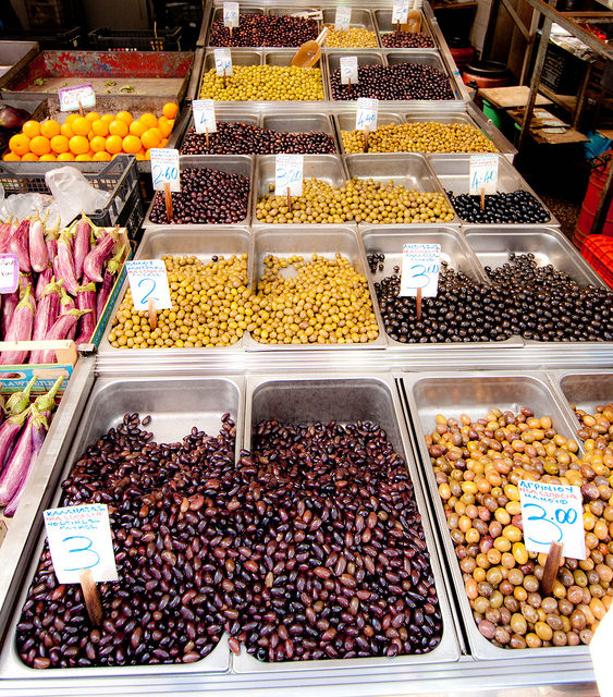 Try the rich variety of Greek olives in one of Athens' open markets! (Picture by Yoshi5000/Flickr)