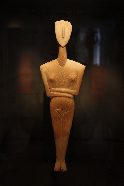 Classic Cycladic figures at Museum of Cycladic Art - Inspiration for all design nerds! (Photo by Shadowgate/Flickr)