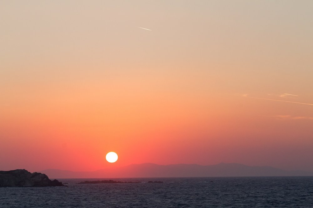 Enjoy the sun from dusk till dawn on your vacation in Greece!