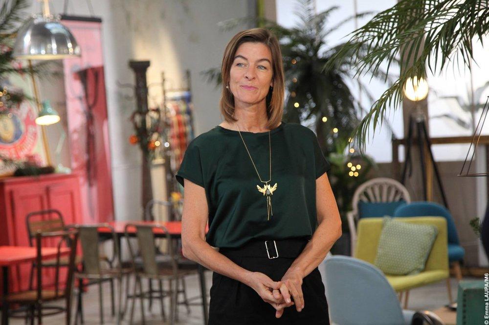 Tanya Sayer  juré de l'émission Cousu main (M6), porte le collier 'Aâktha' (2016)