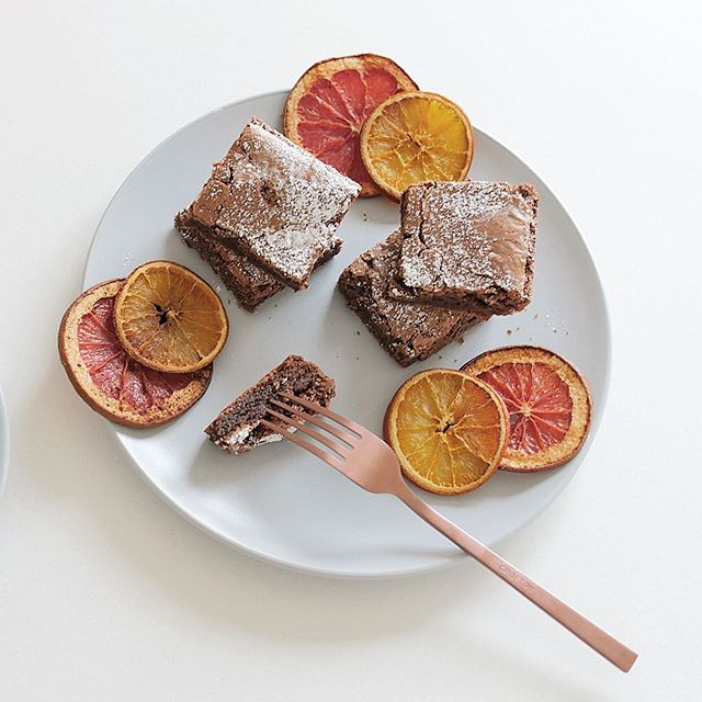 Afternoon tea made of dreams Blood Orange and Dark Chocolate brownie ✨ This recipe was made with @cobramestate Blood Orange Infused Extra Virgin Olive Oil. It was actually really easy to cook with and created a denser and softer brownie. 😋 . #HealthyBaking #BakeWithCobramEstate
