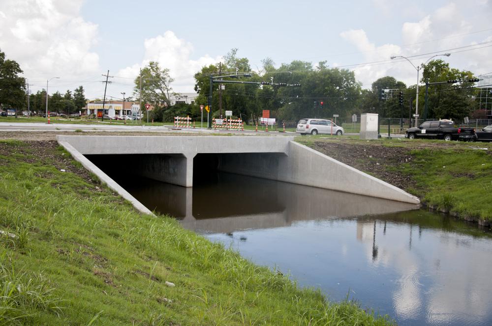 General DeGaulle drive Canal Crossings.jpg