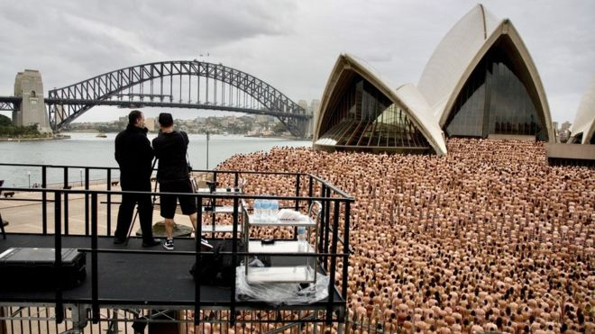 Photographer Spencer Tunick has started a petition against a decision by an Australian supermarket chain to halt plans for his latest mass nudes shoot.  More than 10,000 people had volunteered to pose for the renowned US artist on a rooftop car park in Melbourne.  But supermarket giant Woolworths, which owns the location, said the shoot would inconvenience customers.