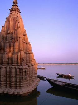sunken temple in varanasi