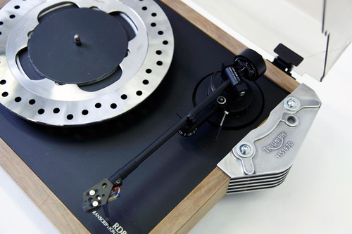 bassheavy :      Amazingly, This Turntable Was Built From Motorcycle Parts