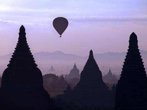 FREE BURMA.    theviewlooksgood :      Sunrise over Bagan  (by  Julian Kaesler )