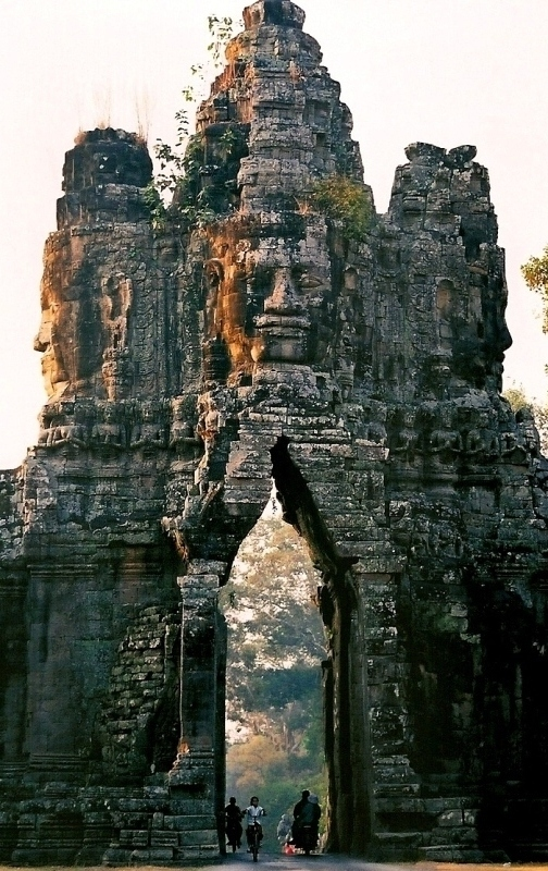 evysinspirations :     (via  The gate of Angkor Thom, a photo from Siem Reab, West | TrekEarth )