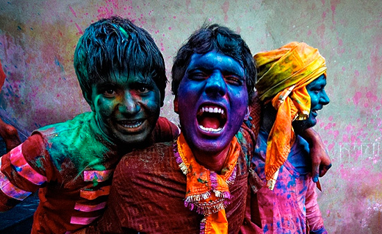 colors festival coming up in india in about a month…  so beautiful.  via: harajukuloverz: Colors Festival In India