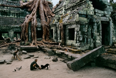 istanbulconstantinople :     Angkor Wat, Cambodia  Steve McCurry