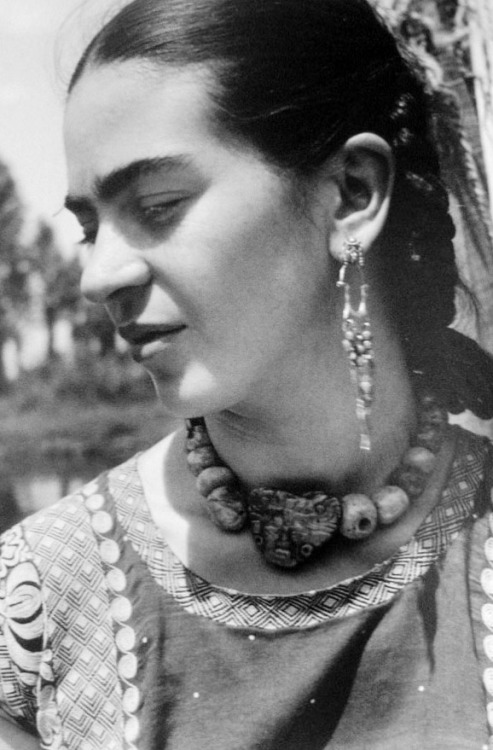 nickdrake :      Frida Kahlo.