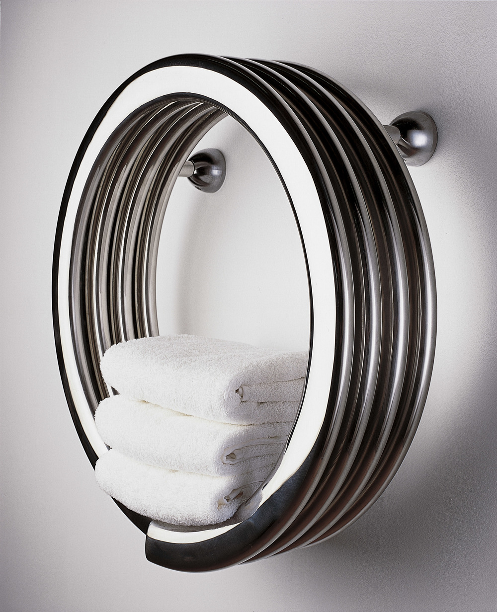 Hot Hoop - Stainless Steel Mirror Finish (Blue Background - With Towel).jpg