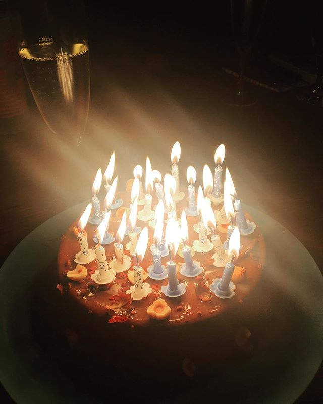 Commencer la journée avec @pierrehermeofficial et finir avec @yanncouvreur 😋😋😋 yummy birthday indeed. #birthday #cake #birthdaycake #gateau #candles #28 #anniversaire