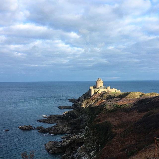 Le fort la Latte #tribudedana . . . #bretagne #cotedarmor #chateau #brittany #seaside #castle #hicking #randonnée #rando