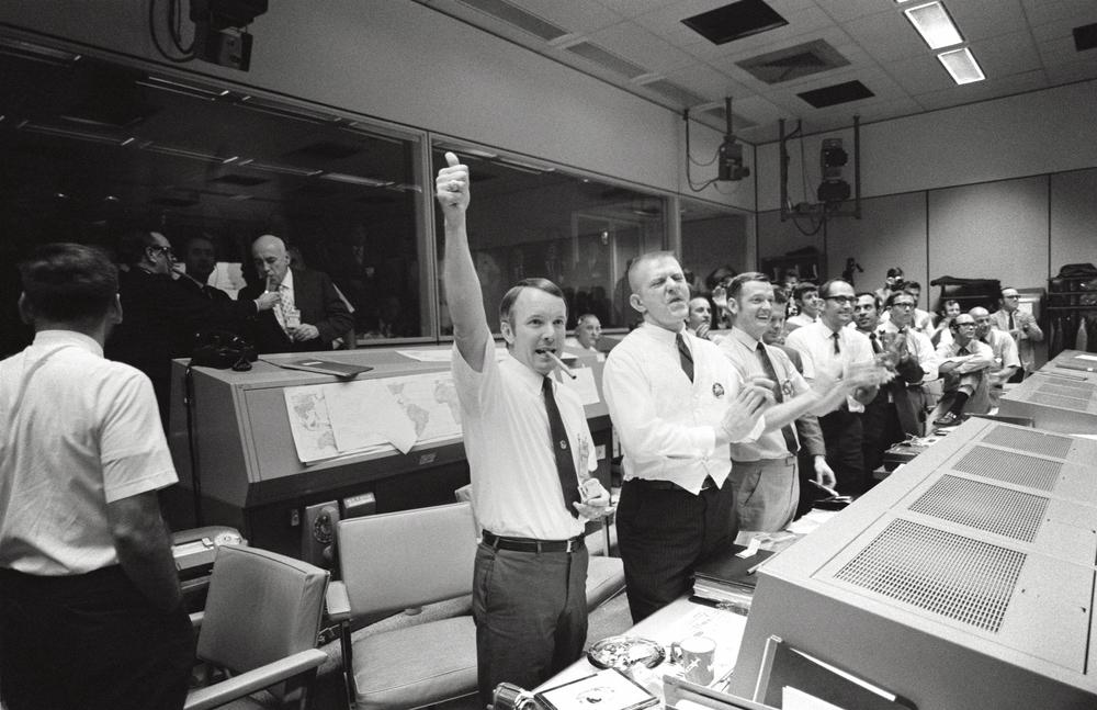 Mission_Control_Celebrates_-_GPN-2000-001313.jpg