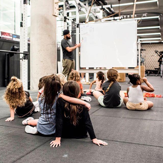Kom sporten en maak nieuwe vriendjes! Bekijk de website ons aanbod, locatie en tijden. 🤗 - 📸: @alfie.photos