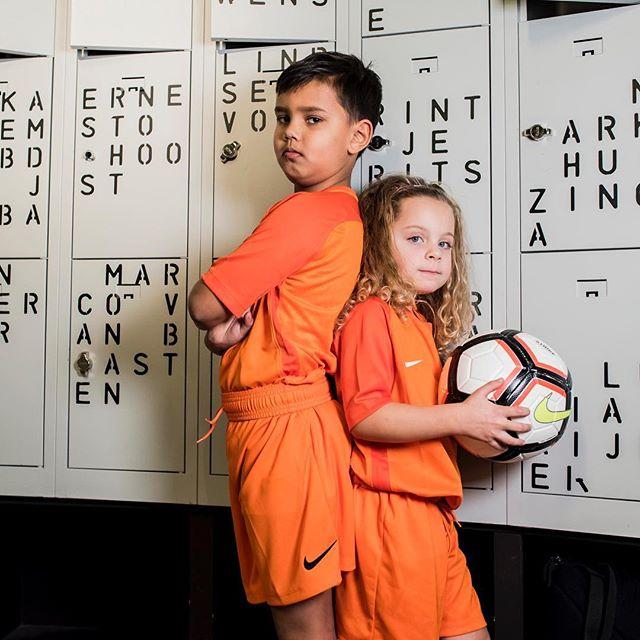 Yes! Vanaf deze maand hebben we een nieuwe VoetbalGym les. Elke zaterdag om 11:00 in Oost. Wij hebben er zin in! Jij toch ook? Deze les is trouwens geheel vrijblijvend met een stadspas. Inschrijven kan via onze website en via de virtuagym app. Laat de Oranje leeuw in je los. 🦁⚽️