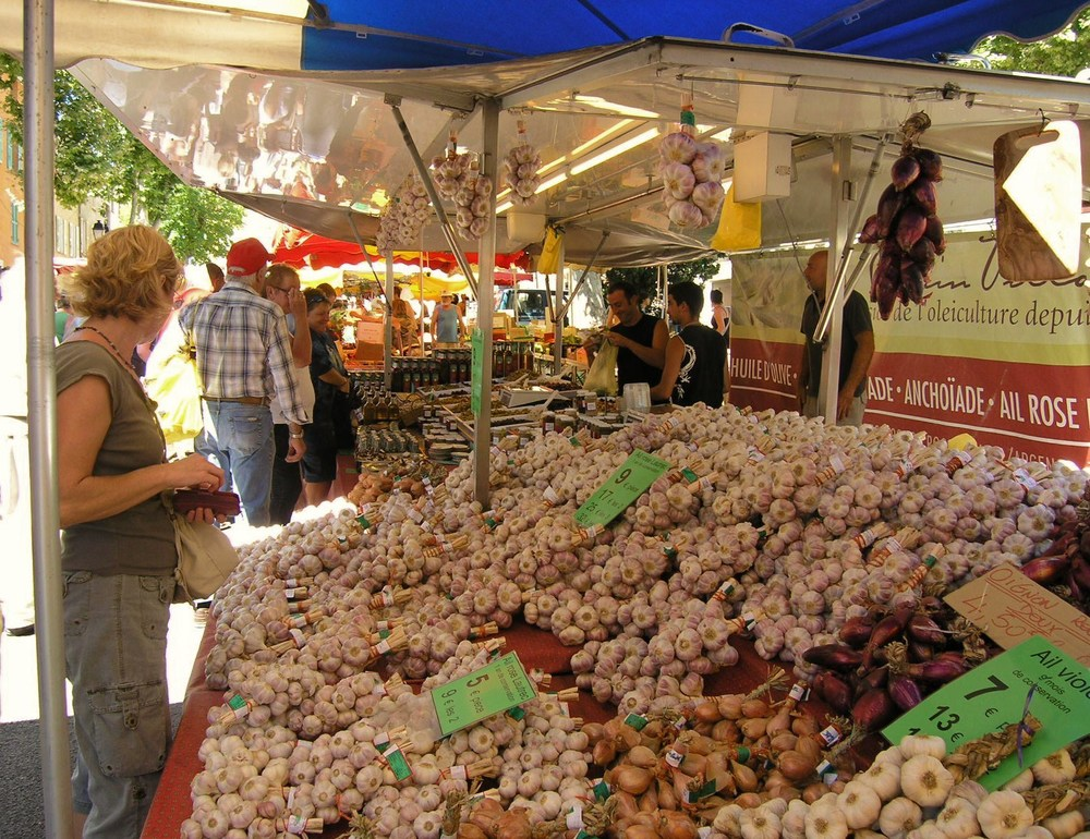 Lorgues Market garlic.JPG