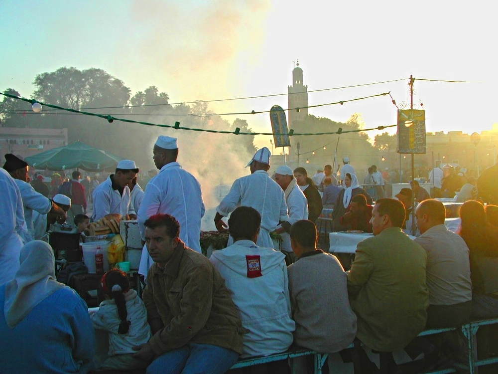 March 11 Place Jemaa El Fna sunset diners.JPG