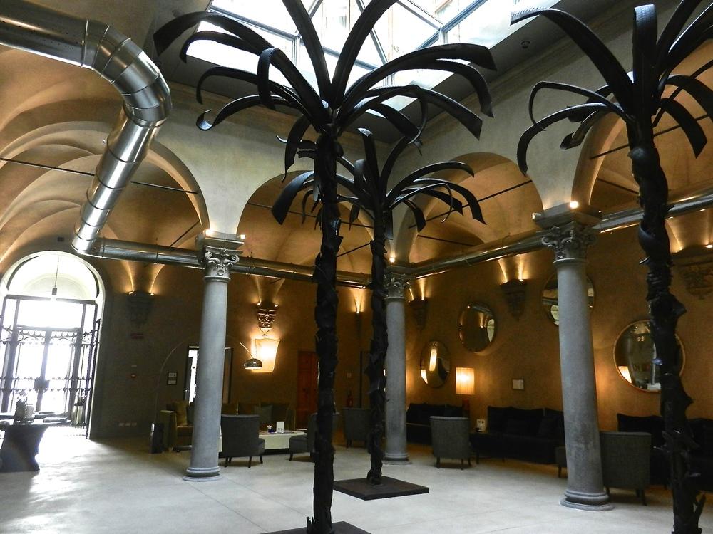 Rosso 23 and Garibaldi Blu courtyard.JPG